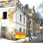 Primăria Zlatna reia cu finanţare proprie lucrările de reabilitare a casei de cultură