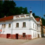 Casa de Cultură din Zlatna a fost acoperită pe cheltuiala administraţiei locale