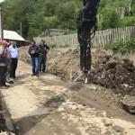 La Feneș lucrurile s-au făcut în ordinea lor firească: mai întâi canalizarea și apoi asfaltul!