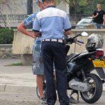 Minor de 17 ani din Zlatna cercetat de polițiști, după ce a fost surprins la Feneș în timp ce conducea fără permis un moped neînmatriculat