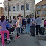 Protest în fața Primăriei din Zlatna, după ce un copil a ajuns la spital mușcat de un câine maidanez