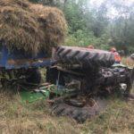 Un barbat a decedat, la Pătrângeni, după ce s-a răsturnat cu tractorul pe câmp